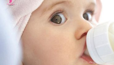 Lượng sữa sơ sinh bao nhiêu là đủ để bé tăng cân, phát triển tốt nhất?